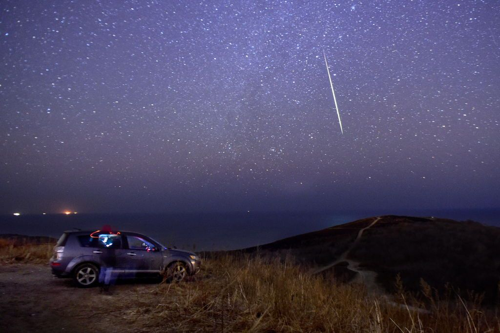 Mother Nature Will Give Us an Early Holiday Gift This Weekend When a Meteor Shower Lights up the Night Sky