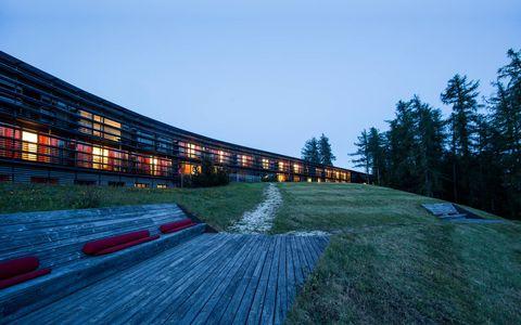 L'hotel design di montagna in Alto Adige dove le storture del mondo restano a valle