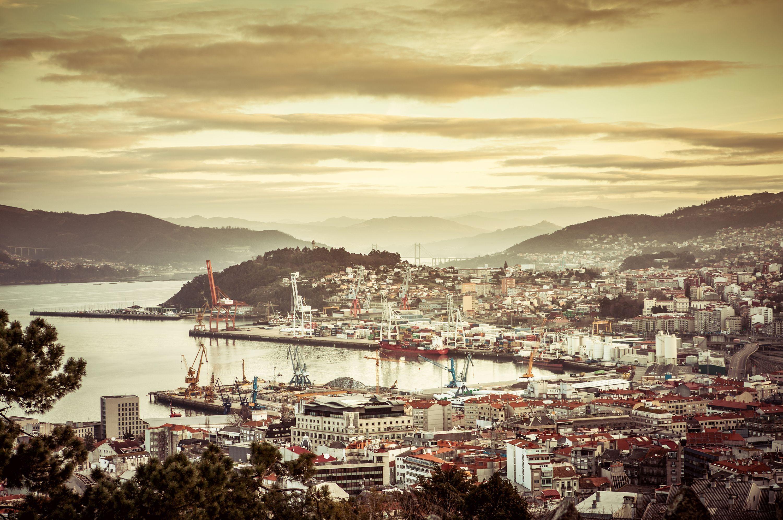 Atardecer en el puerto de Vigo, España