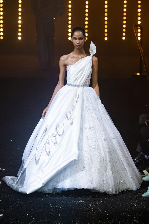 8999b57f40e8 Abiti da Sposa 2019  modelli e tendenze dall Haute Couture di Parigi
