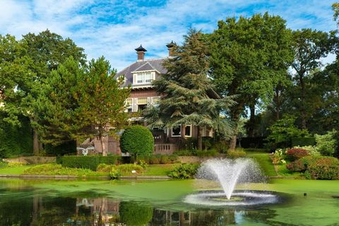 Natural landscape, Nature, Fountain, Estate, Botanical garden, Property, Botany, Pond, Architecture, Garden,