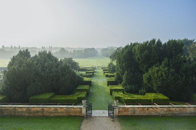veneto   vicenza   colli berici   orgiano   villa fracanzan piovene   giardino visto dall'affaccio panoramico della loggia