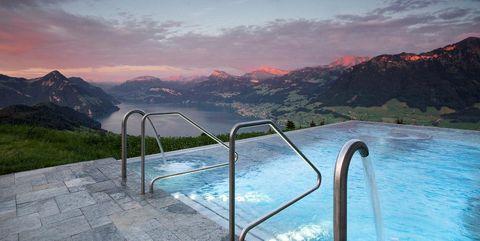 Piscina infinity del hotel Villa Honegg