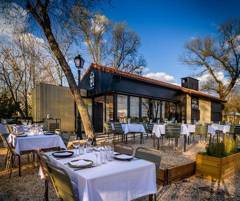 terraza de villa verbena en la casa de campo de madrid