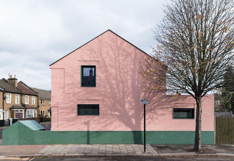La villetta a schiera rosa a londra salmen house di office s m