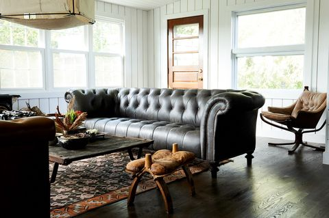 غرفة معيشة ، أثاث ، غرفة ، أريكة ، تصميم داخلي ، كرسي ، عقار ، طاولة ، طاولة قهوة ، أرضية ،