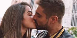 Violeta Mangriñán y Fabio Colloricchio dándose un beso