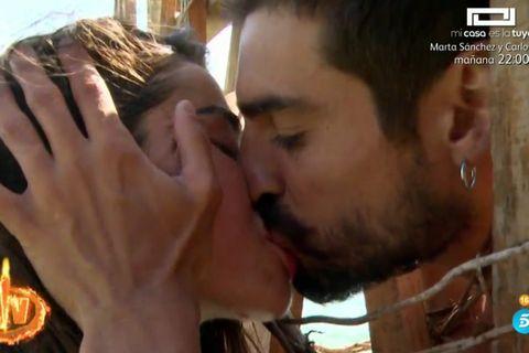 Violeta y Fabio sellan su reconciliación con un apasionado beso