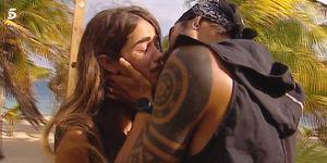 Violeta y Fabio beso en su despedida