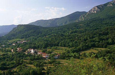 Mountainous landforms, Mountain, Highland, Hill station, Vegetation, Hill, Natural landscape, Sky, Mountain range, Wilderness,