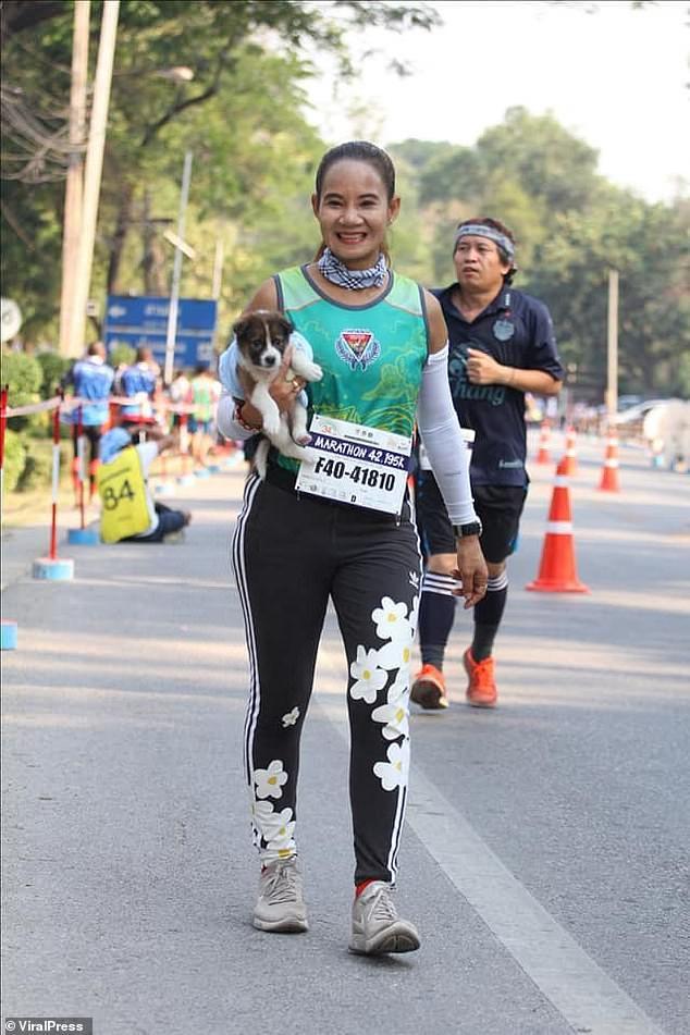[Image: viralpress-marathon-puppy-1548773911.jpg...size=320:*]