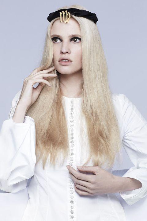 Hair, White, Blond, Forehead, Hairstyle, Beauty, Long hair, Eyebrow, Headpiece, Lip,