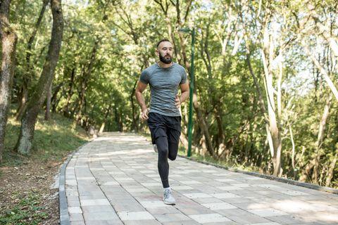 hardloper man bos park hardlopen
