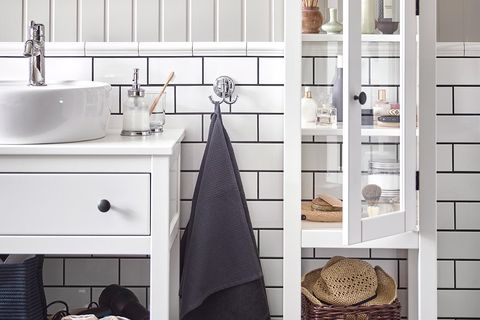 baño armario con puerta de cristal blanco de ikea