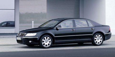 Land vehicle, Vehicle, Car, Luxury vehicle, Black, Volkswagen phaeton, Alloy wheel, Mid-size car, Full-size car, Motor vehicle,