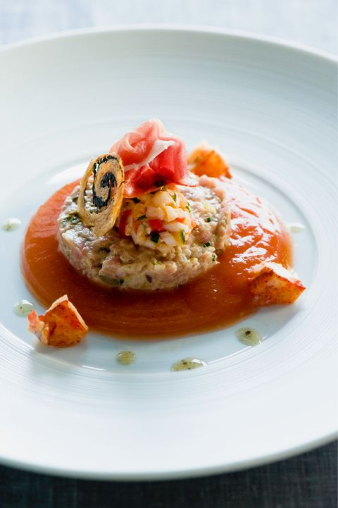 Tartaar van kalf, salade van kreeft, pata negra en tomatenbouillon