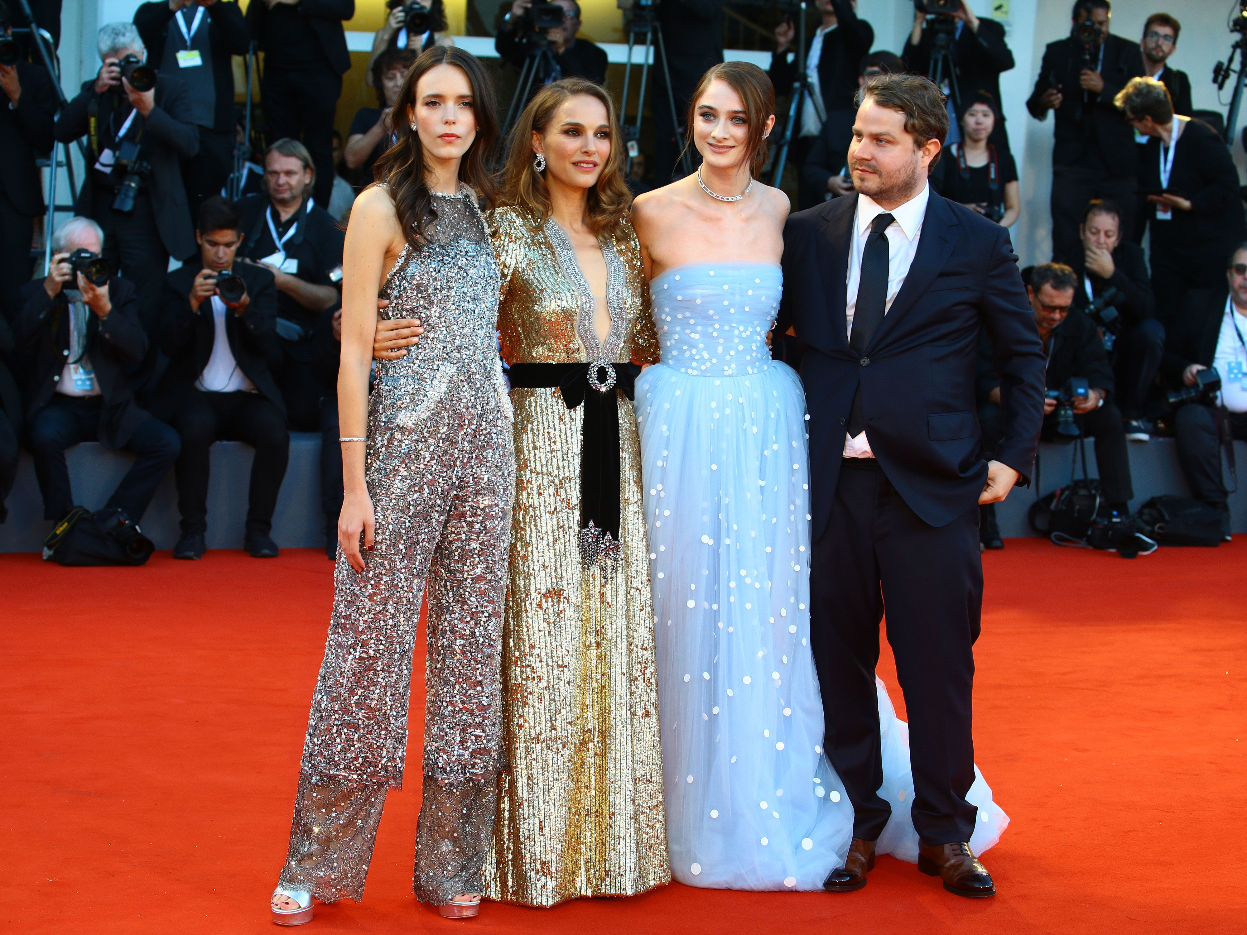 2bcb4717ce Natalie Portman helped her co-star with a wardrobe malfunction on the red  carpet