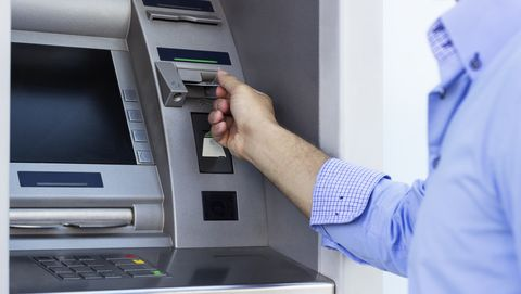 geld-in-pinautomaat