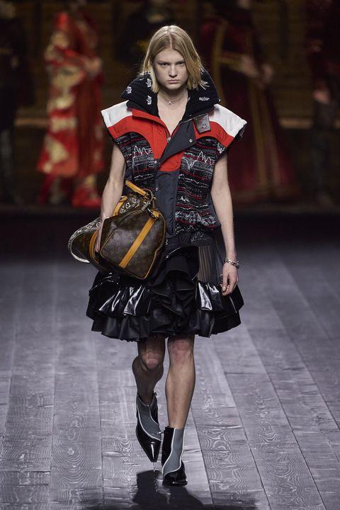 Fashion model, Fashion, Runway, Fashion show, Clothing, Fashion design, Footwear, Street fashion, Haute couture, Event,