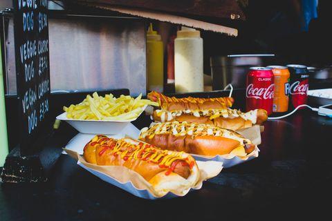 hotdogs mayonaise ketchup patat fastfood coca cola coca zero fanta snackbar