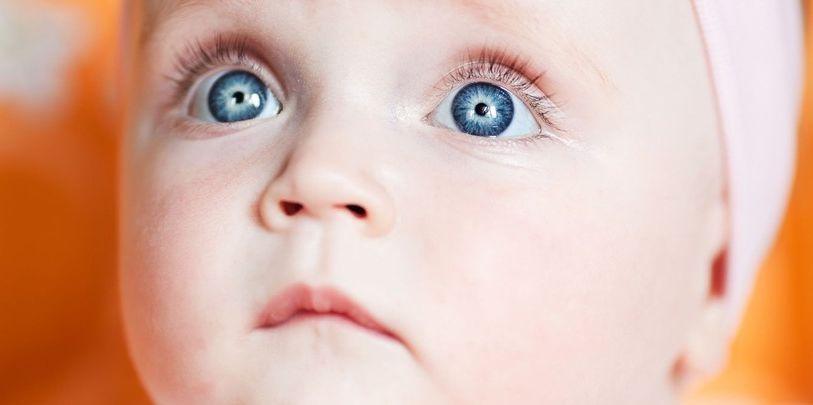 Veel baby's hebben blauwe ogen. Maar niet allemaal.