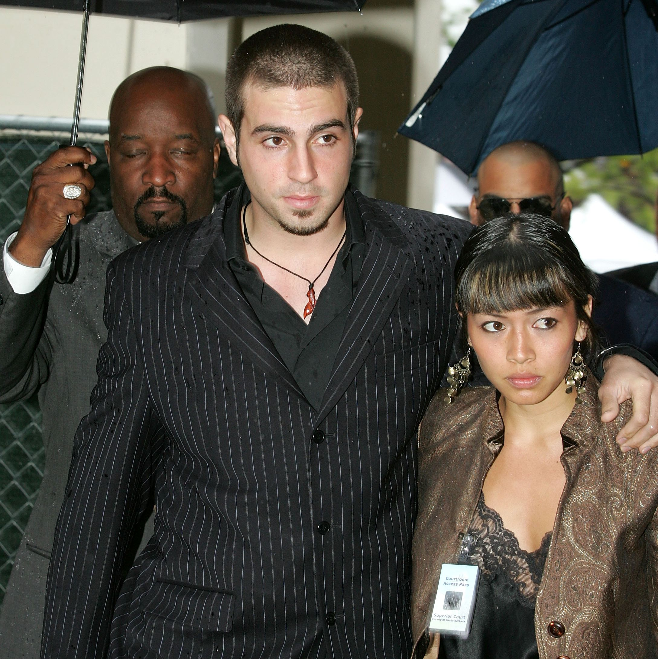Robson arrives at the court house with his wife Amanda to testify on behalf of Michael Jackson in 2005.