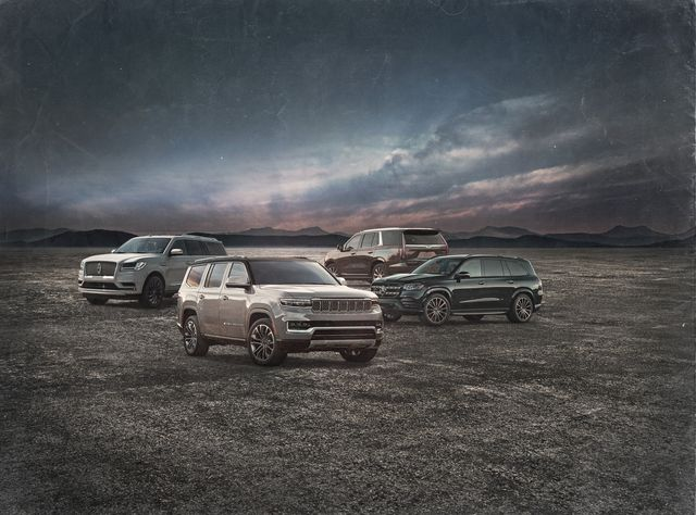 2022 jeep grand wagoneer with competitors