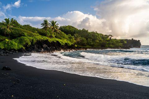 waianapanapa beach 2