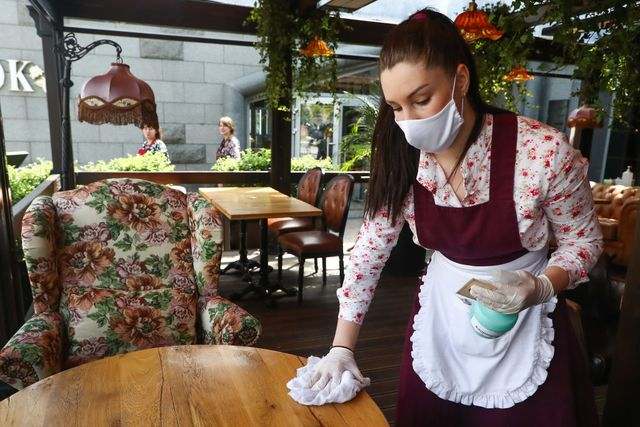 summer terraces open at moscow cafes and restaurants