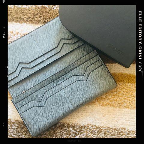 Floor, Flooring, Wallet, Leather, Wood, Pattern, Tile, Beige, Rectangle,