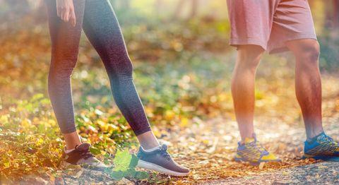 Sports couple attrayant se prépare à courir et à exercer à l'extérieur