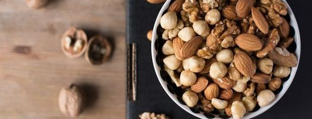 10 Best Low-Carb Nuts and Seeds for Your Keto Diet