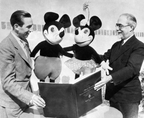 Walt Disney Présentant Mickey Mouse