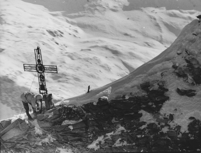 walter bonatti climbs alone the matterhorn north face for the first time in winter, 1965