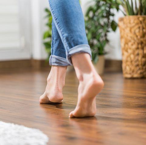 Warm floor - the concept of floor heating and wooden panels.