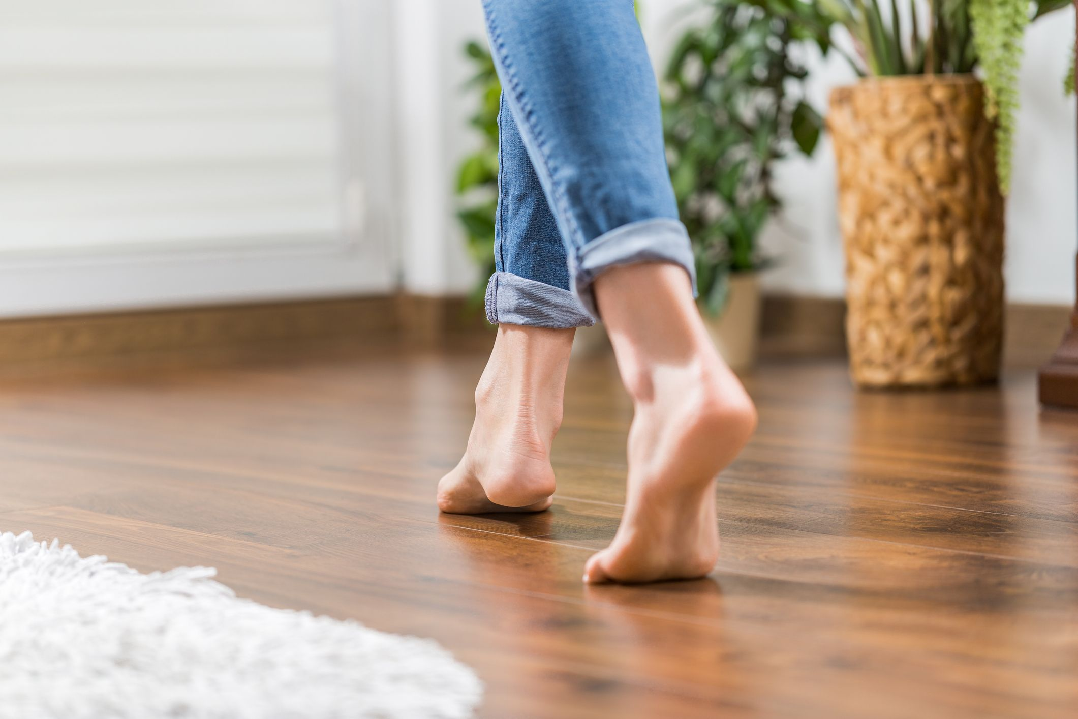 Why Do My Feet Hurt? 15 Causes Of Foot Pain, Heel Pain, Pain In Arch