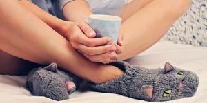 Vrouw drinkt warme melk