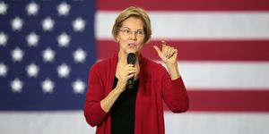 Democratic Presidential Candidate Elizabeth Warren Campaigns In Iowa