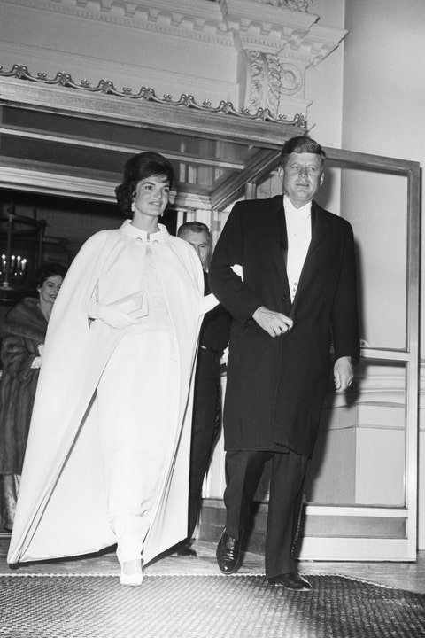 president and jackie kennedy leaving for inaugural ball
