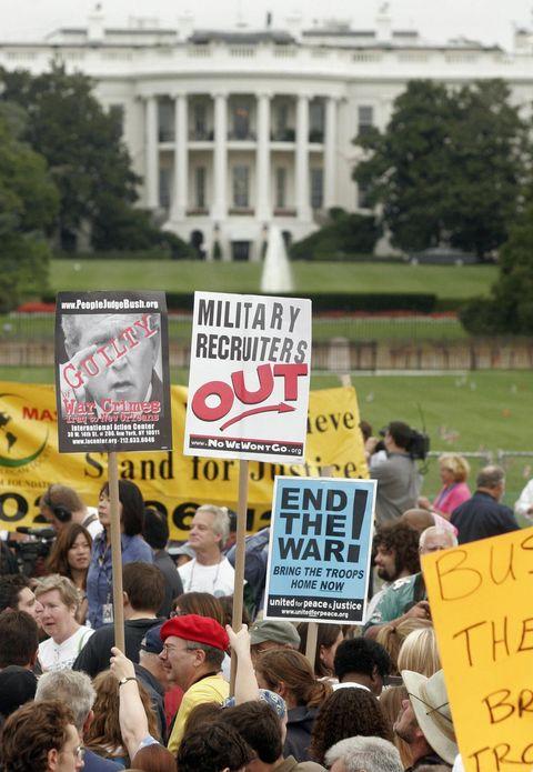 thousands of demonstrators begin too gat