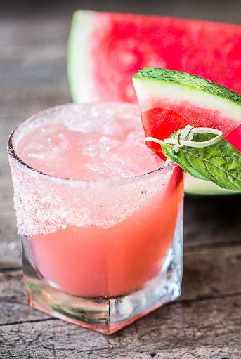 Watermelon, Melon, Food, Drink, Non-alcoholic beverage, Paloma, Citrullus, Fruit, Plant, Juice,