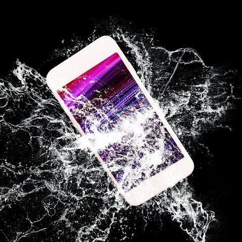 水没したスマートフォン