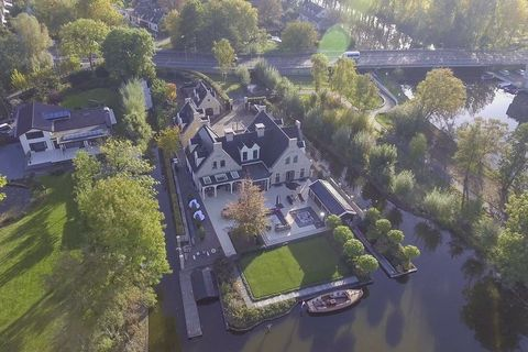 Aerial photography, Bird's-eye view, Estate, Residential area, Property, Mansion, Urban design, Suburb, House, Landscape,