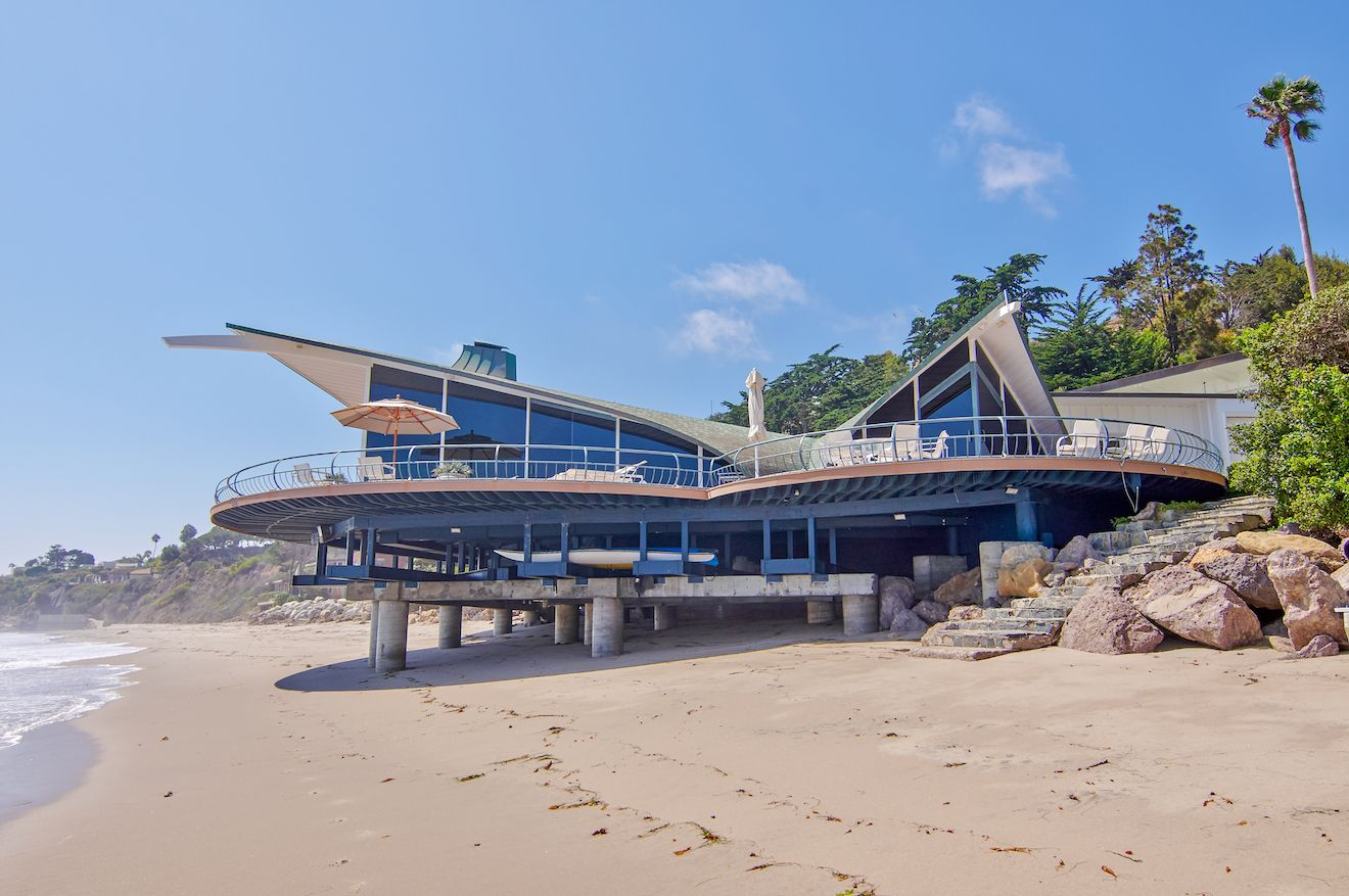 This gorgeous oceanfront Malibu villa featured in the movie Yesterday