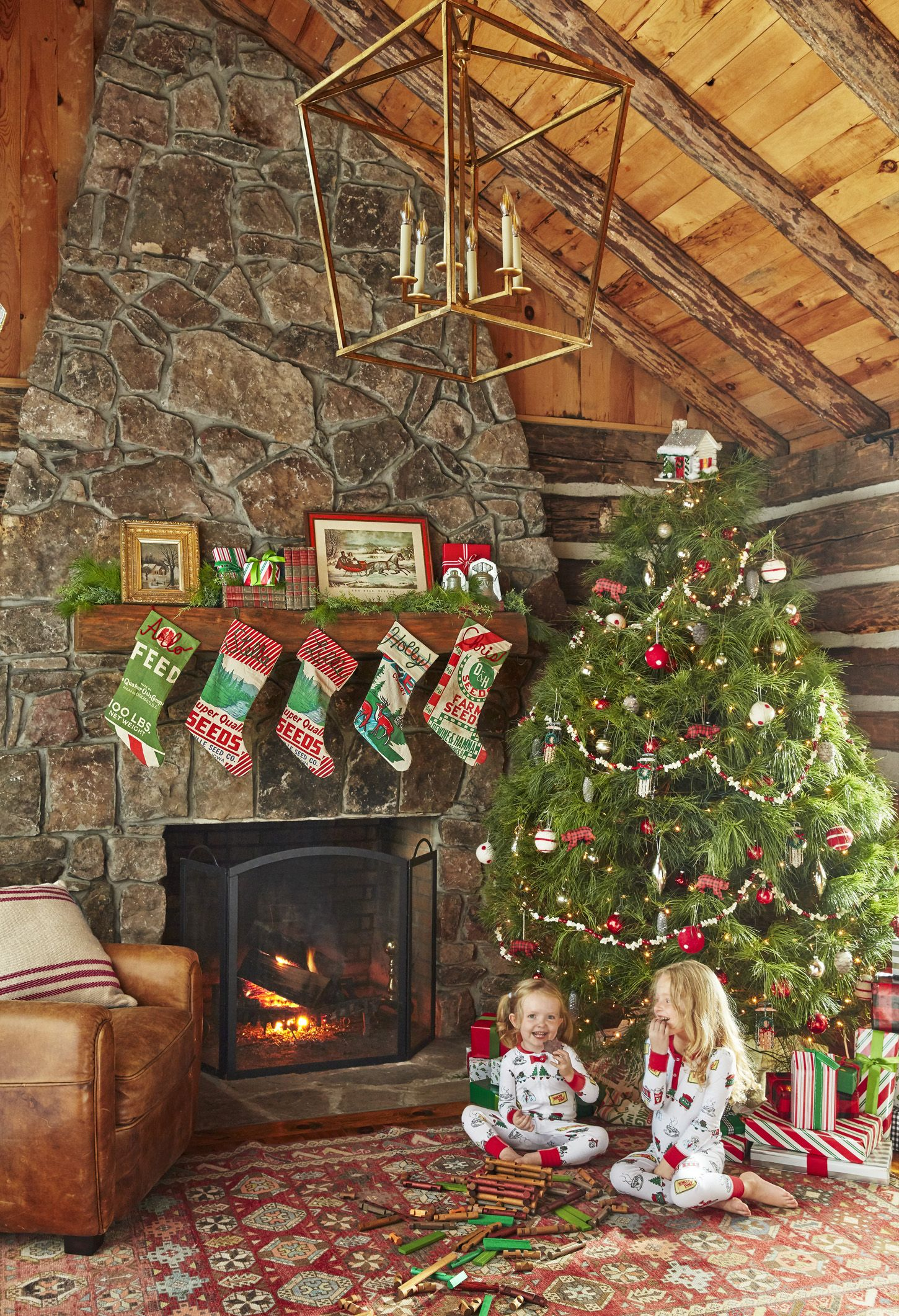 Ways Decorate Christmas Tree Traditional