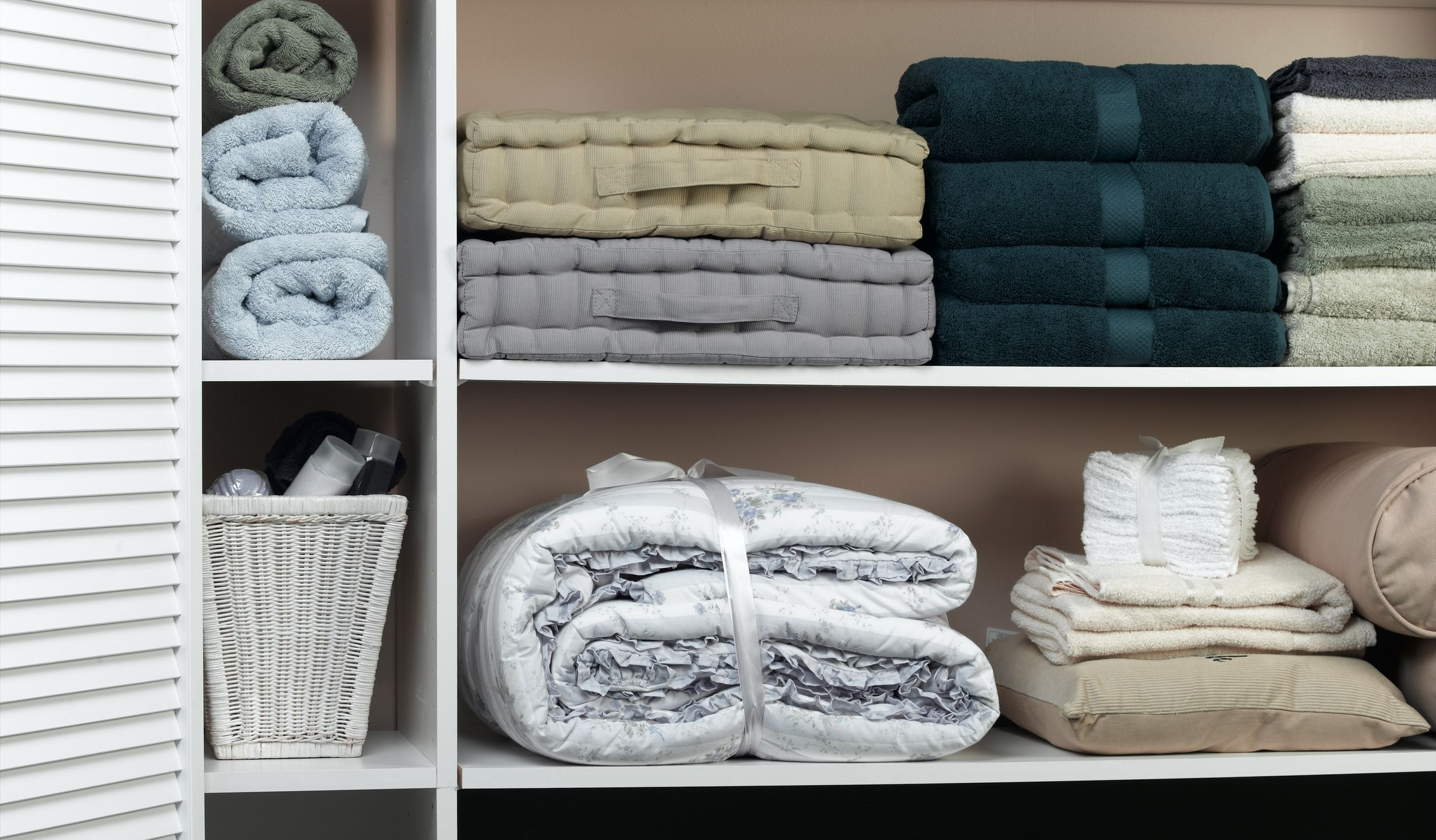 13 Best Linen Closet Organization Ideas That it's Finally Time to Tackle