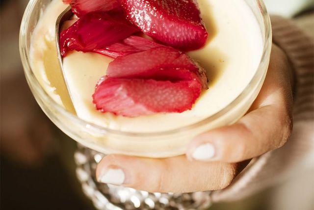 vanilla panna cotta with roasted rhubarb
