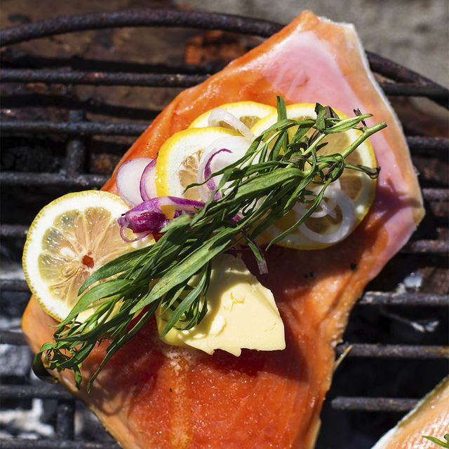 firecooked salmon with lemon, red onion, and tarragon