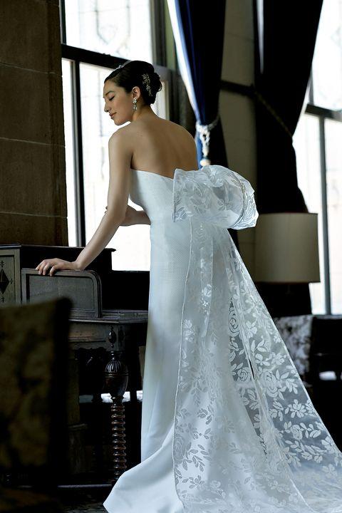バックコンシャスドレスの新時代
