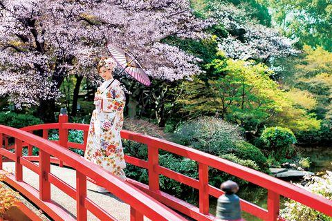 赤い太鼓橋がフォトジェニックな『ホテルニューオータニ』の庭園